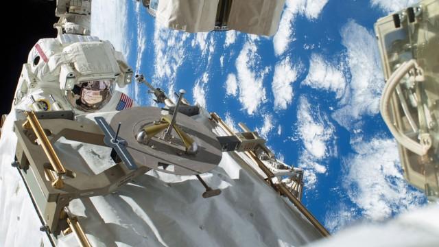 Neue Kühlpumpe für die ISS