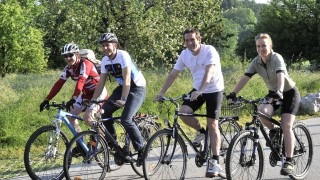 Seefeld, Dellinger Höhe,  Firma TQ, Fahrradfahrer
