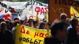 Rassismus in Athen, Griechenland. Goldene Morgenröte greift Migranten und Flüchtlinge an