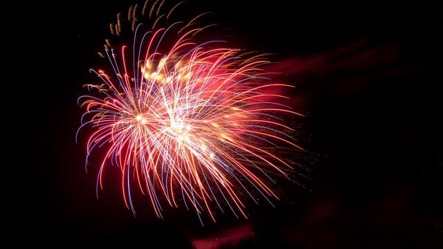 Sommernachtstraum, Feuerwerk Olympiapark, aufgenommen Nähe Willi-Daume-Platz