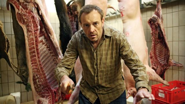 Josef Hader als Detektiv Simon Brenner. Die Szene stammt aus dem Film 'Der Knochenmann'