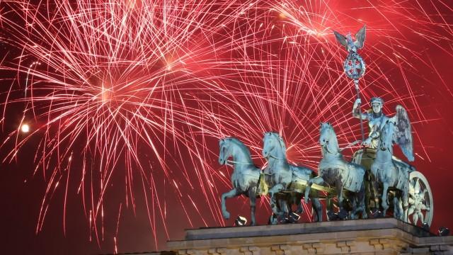 *** BESTPIX ***  Berlin Celebrates New Year's Eve 2014