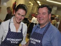 OB-Kandidat Josef Schmid (CSU) mit Gattin Natalie bei der Münchner Tafel.