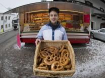 Quentin Slowik und sein Baecker-Wagen