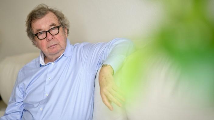 Hellmuth Karasek wird 80