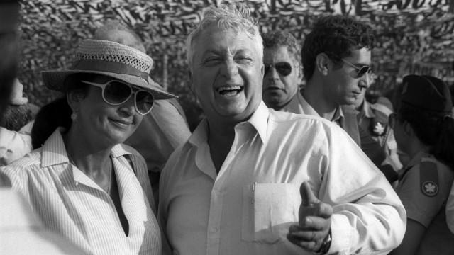 Former Israeli Prime Minister Ariel Sharon dies