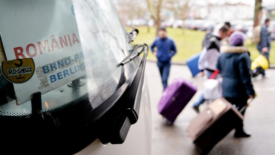 Rumänischer Reisebus kommt in Berlin an