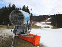 Grün-braun-matschig statt schneeweiß: Blick auf die Kandahar-Abfahrt in Garmisch-Partenkirchen.
