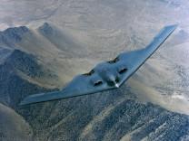 B2 BATWING BOMBER IN FLIGHT