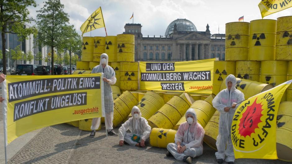 Anti-Atomkraftdemonstration vor dem Reichstag