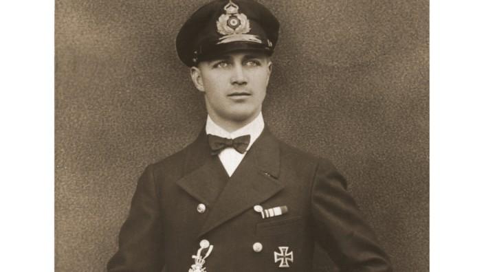 Gunther Plüschow, Fliger von Tsingtau, in Uniform