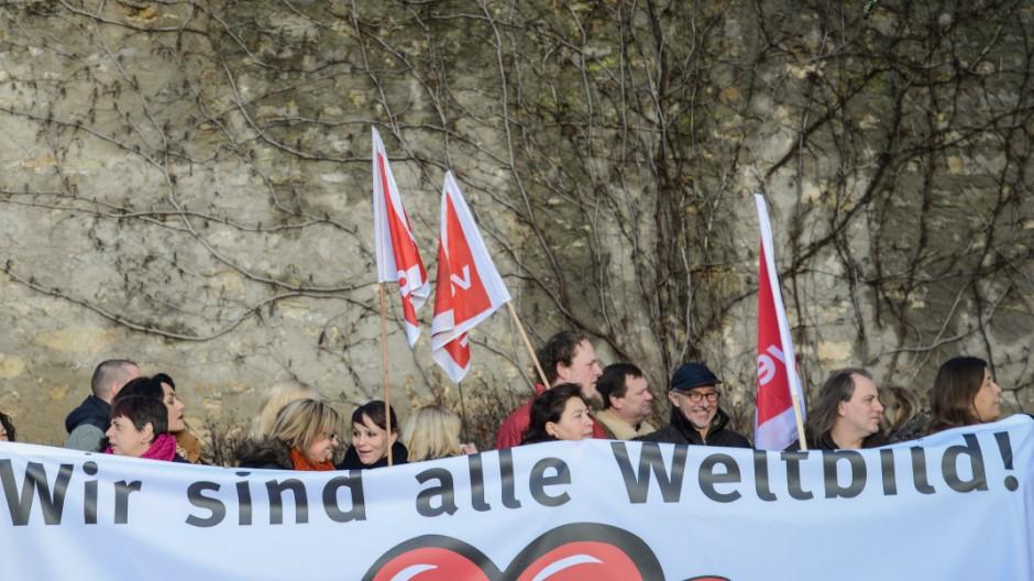Weltbild-Beschäftigte demonstrieren bei Bischofs-Treffen