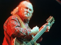 DAVID CROSBY PERFORMS WITH CSNY2K REUNION TOUR