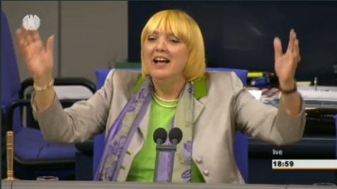 Claudia Roth singt im Bundestag