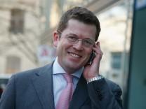 Karl-Theodor zu Guttenberg Participates In vbw Panel