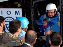 Report: Aid arrives in Homs as civilians evacuated