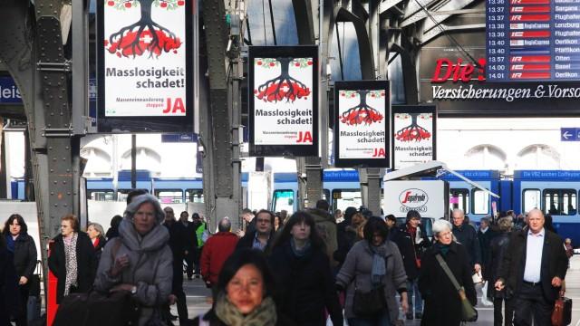 06 02 2014 Zürich SCHWEIZ Plakat über die Volksabstimmung Gegen Masseneinwanderung