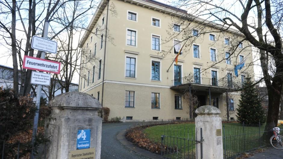 Die Staatliche Lotterieverwaltung am Karolinenplatz.