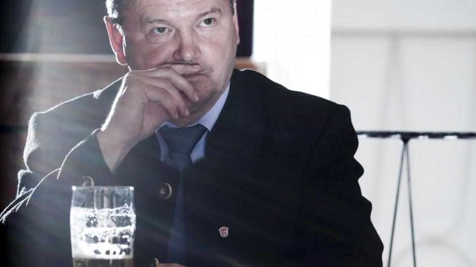 Landrat Jakob Kreidl lässt aus gesundheitlichen Gründen seine Ämter ruhen. Zur Wahl will er dennoch antreten.