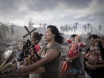 Phillipe Lopez, a French photographer from Agence France-Presse, won the 1st Prize Spot News Single category of the 2014 World Press Photo