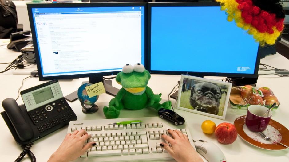 Arbeitsplatzgestaltung Stressfaktor Schreibtisch
