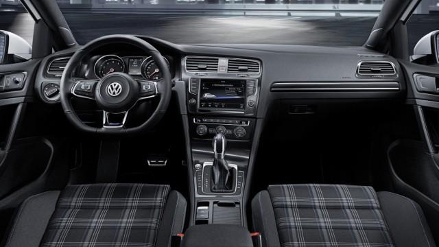 Innenraum des VW Golf GTE.