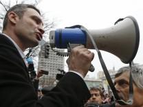 Vitali Klitschko vor Anhängern in Kiew, Ukraine