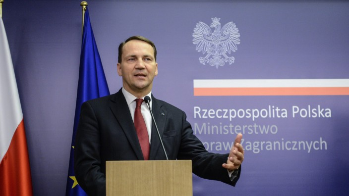 Polish FM Sikorski presser after visit to Kiev