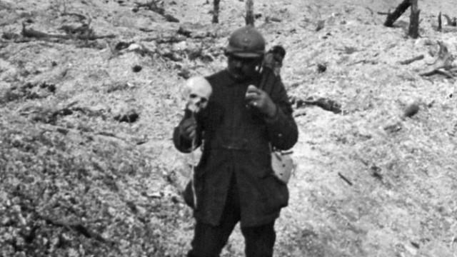 Erster Weltkrieg Frankreich Soldat mit Schädel
