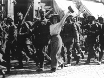 Deutsche ziehen in den Ersten Weltkrieg