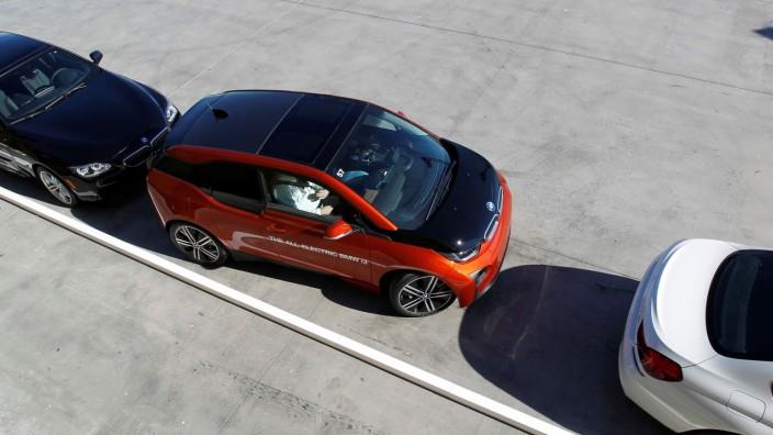 BMW i3 mit Einparkassistent