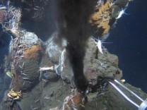 Schwarzer Raucher am Meeresgrund