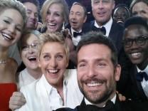 Selfie, Oscar, Ellen DeGeneres, Meryl Streep, Brad Pitt, Angelina Jolie und andere.