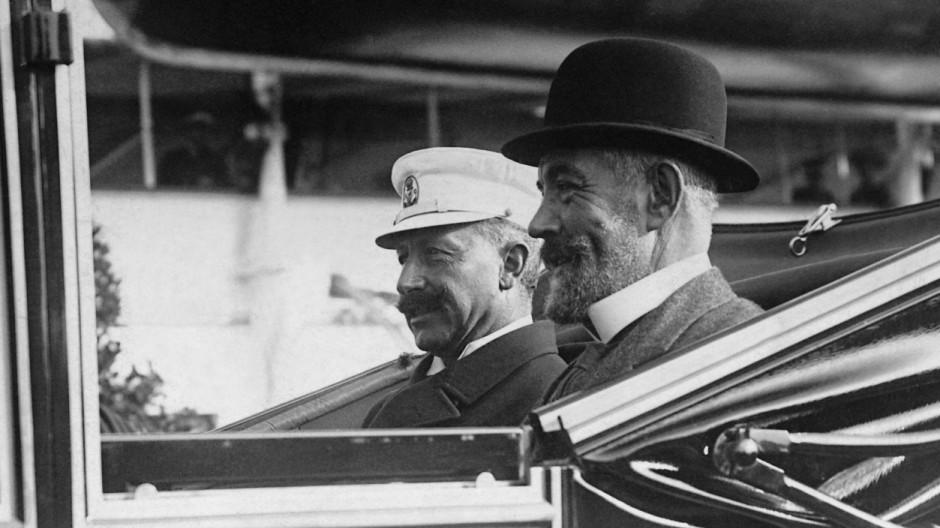 Kaiser Wilhelm II. mit  Reichskanzler Bethmann Hollweg, 1910