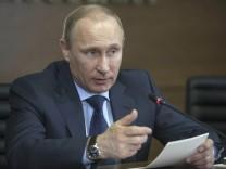 Russlands Präsident Putin will von einem Einmarsch in der Ukraine vorerst absehen.