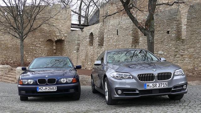 Der aktuelle BMW 528i neben einem E39 aus dem Jahr 1998.