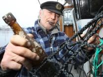 Fischer fängt älteste Flaschenpost der Welt