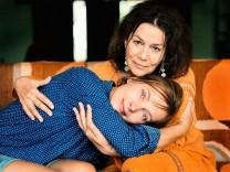 """Nadja Uhl und Hannelore Elsner in """"Alles inklusive"""" von Doris Dörrie"""