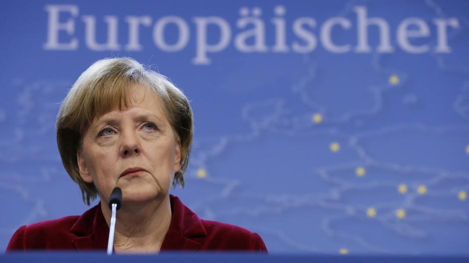 Kanzlerin Merkel beim EU-Sondergipfel zur Krim-Krise
