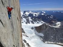 David Lama in der Wand des Cerro Torre