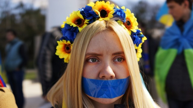 Tensions Grow In Crimea As Diplomatic Talks Continue
