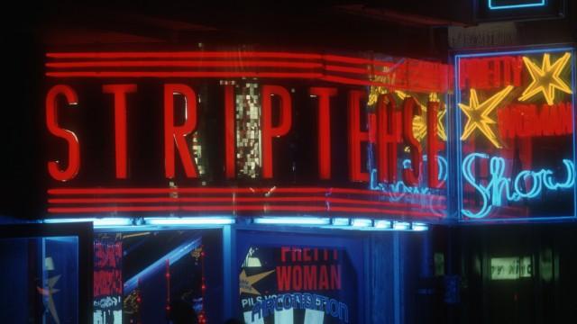 Striptease-Bar in München, 2002