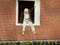 Der Hundertjährige der aus dem Fenster stieg und verschwand (2014) Film, Jonasson, Bestseller, Roman