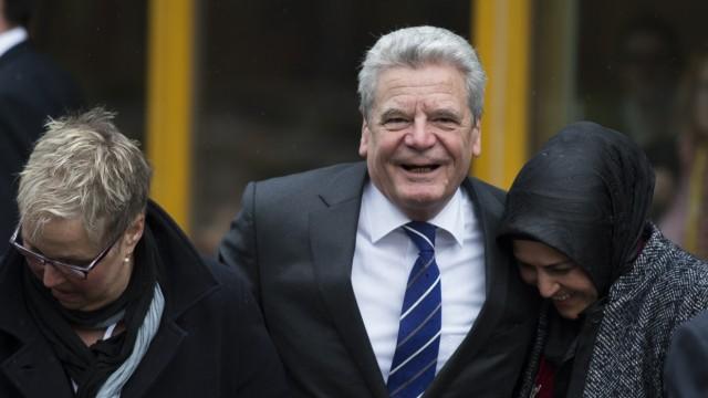 Joachim Gauck Bundespräsident in Brennpunktbezirken