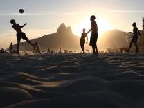 Brasilien Ipanema Rio de Janeiro Fußballspielen Fußball