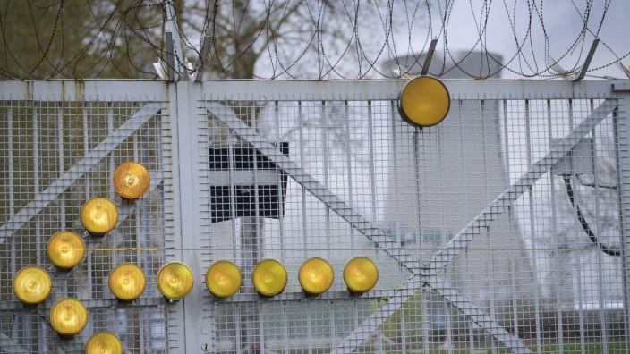 Bund Naturschutz Pk vor Atomkraftwerk