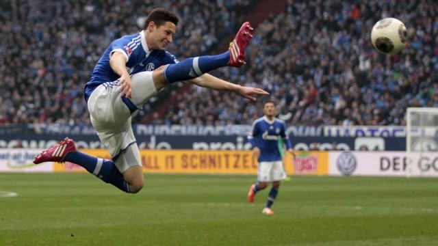 Schalke 04's Draxler jumps for a ball during the German first division Bundesliga soccer match against Eintracht Braunschweig in Gelsenkirchen