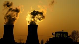 Sonnenuntergang am Atomkraftwerk