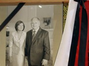 Polen und die Welt trauert: Lech Kaczynski und seine Frau kamen bei einem Flugzeugabsturz ums Leben.