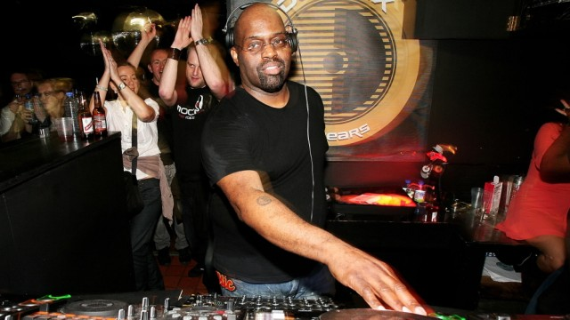 FILE: DJ and Chicago House Pioneer Frankie Knuckles Has Died at Age 59